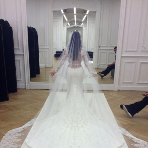 rs_634x1024-140526214957-634.kim-kardashian-kanye-west-wedding.ls.52614